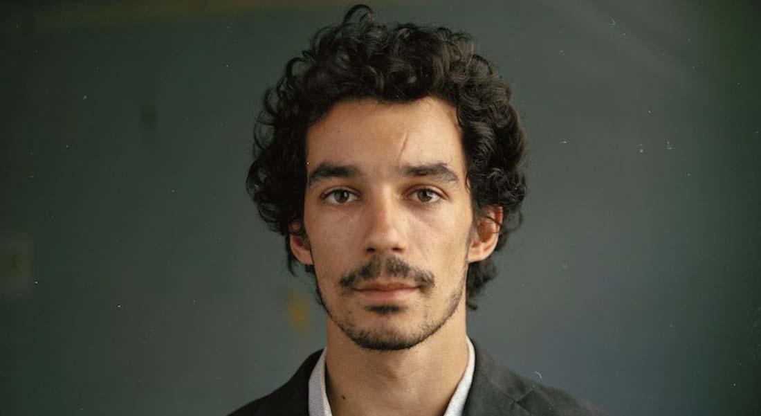 Portrait chinois de Karim Messaoudi, celui d'un bonhomme qui ne sait pas se tenir - Critique sortie Théâtre