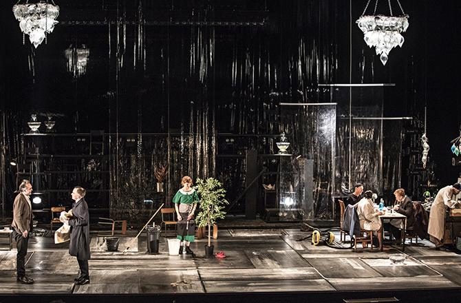 Un ennemi du peuple, d'Henrik Ibsen, mise en scène de Jean-François Sivadier - Critique sortie Théâtre Montigny-le-Bretonneux Théâtre de Saint-Quentin-en-Yvelines