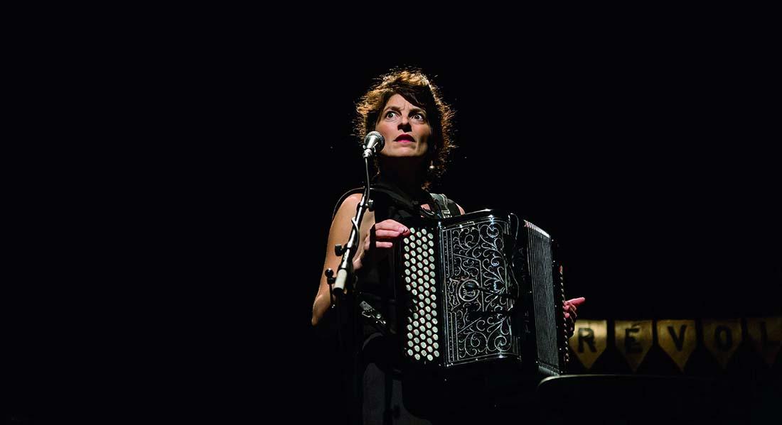 J'aurais aimé savoir ce que ça fait d'être libre de De Chloé Lacan, mise en scène de Nelson-Rafaell Madel - Critique sortie Théâtre Paris Théâtre de Belleville