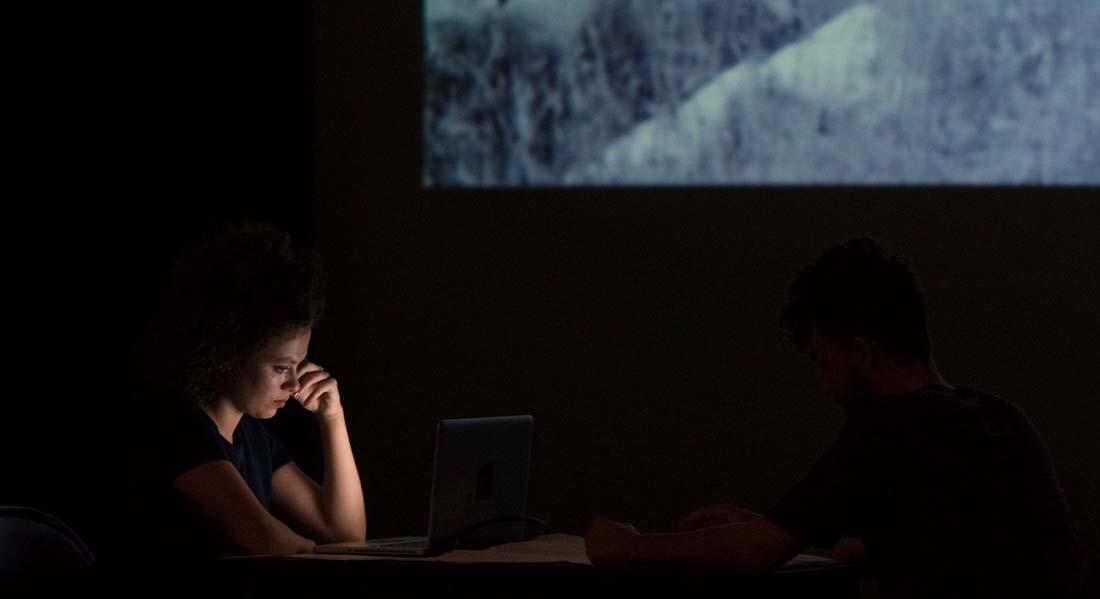 Ils ne savaient pas qu'ils étaient dans le monde de Nolwenn Peterschmitt et Maxime Lévêque - Critique sortie Théâtre Alfortville Théâtre-Studio d'Alfortville