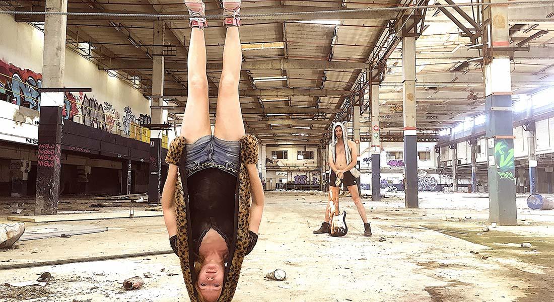 Renverse de Johanne Humblet et ses renversantes acrobaties, aériennes et musicalisées - Critique sortie Théâtre Paris Théâtre du lycée Jacques Decour