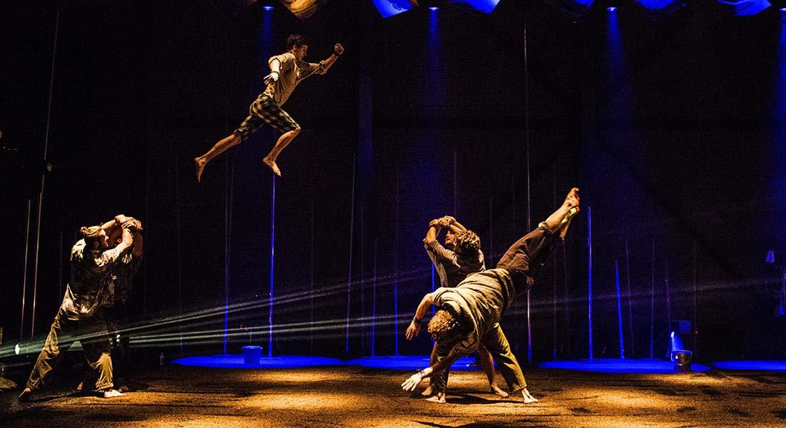 Backbone de Gravity & Other Myths - Critique sortie Cirque Nîmes