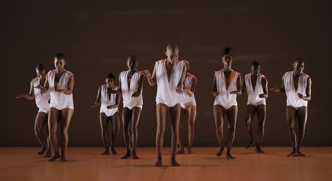 Le Sacrifice, chorégraphie de Dada Masilo - Critique sortie Danse Avignon Festival d'Avignon. Cloître des Carmes