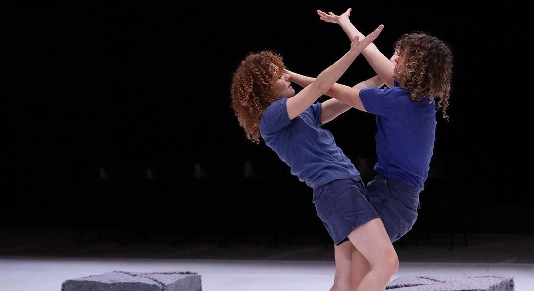 Mutual Information de Liz Santoro et Pierre Godard - Critique sortie Danse Paris au Théâtre de l'Aquarium et au Carreau du Temple.