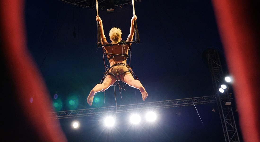 Secrets débordements avec les stagiaires du Centre des Arts du Cirque Balthazar - Critique sortie  Montpellier Domaine d'O – Chapiteau