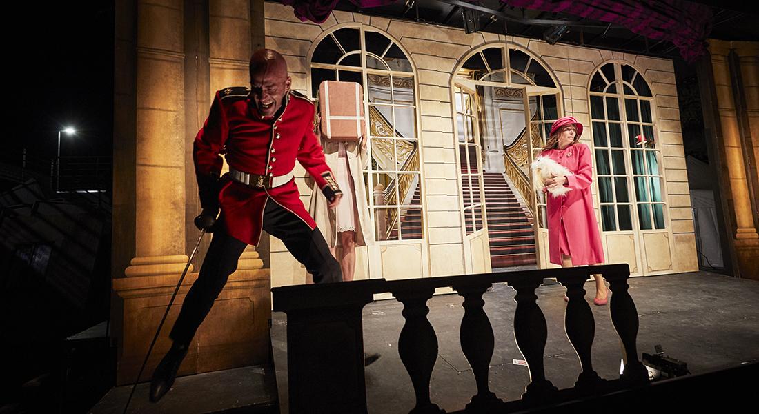 Véro 1ère reine d'Angleterre de Gabor Rassov, mise en scène de Philippe Nicolle - Critique sortie Théâtre Villeneuve lez Avignon Villeneuve-en-Scène