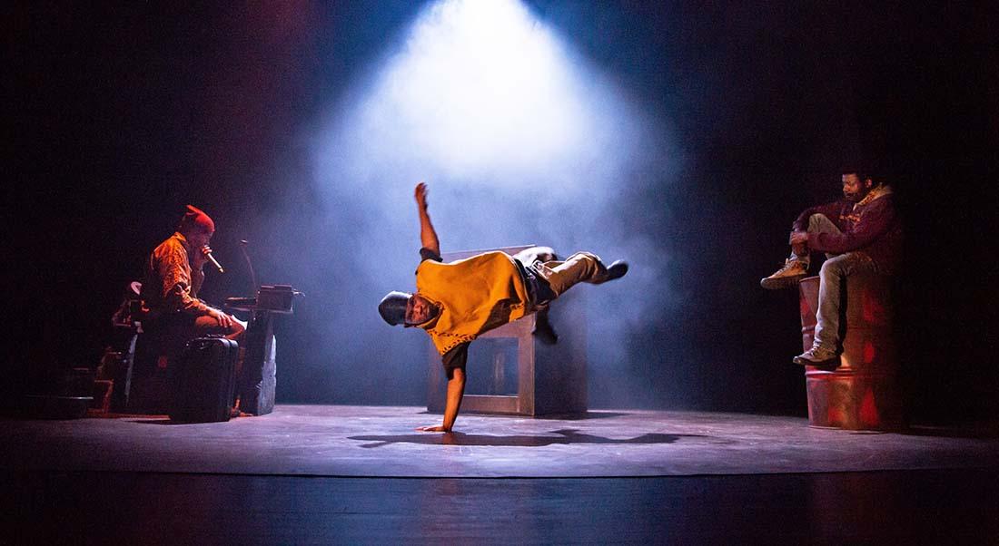 8 novembre d'Hakim Bah mis en scène par Cédric Brossard - Critique sortie Théâtre Avignon L'Entrepôt