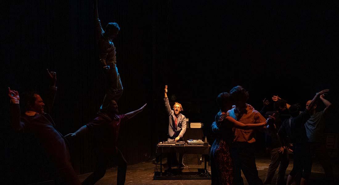 En attendant le grand soir de Pierre-Jean Bréaud - Critique sortie Théâtre Avignon Occitanie fait son cirque en Avignon - Île Piot