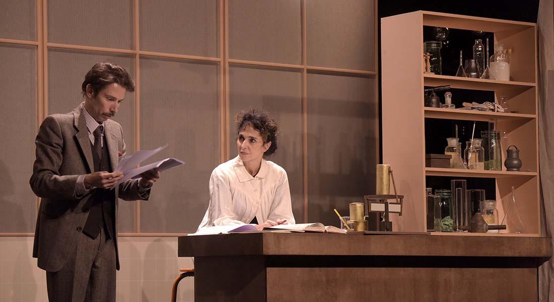 Le Paradoxe des jumeaux – la vie passionnée de Marie Curie, de Jean-Louis Bauer et Elisabeth Bouchaud, mise en scène Bernadette Le Saché - Critique sortie Théâtre Avignon Avignon -Reine Blanche