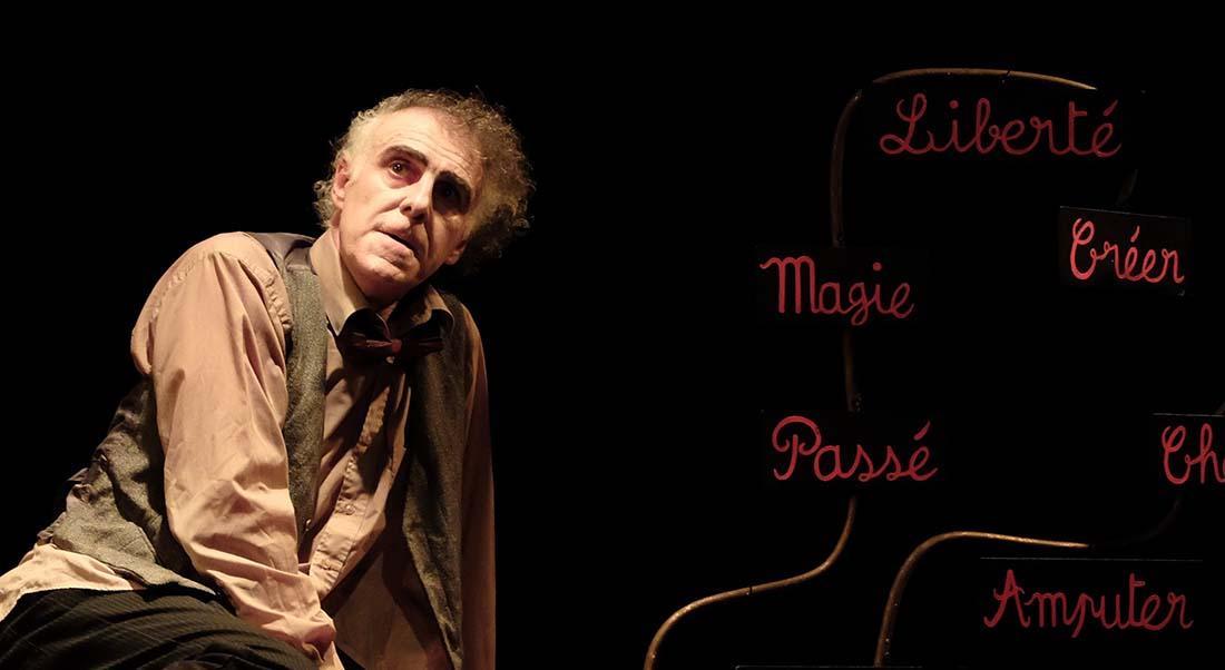 Liberté ! (Avec un point d'exclamation) de et avec Gauthier Fourcade, mise en scène William Mesguich - Critique sortie Théâtre Avignon Essaïon Avignon Théâtre
