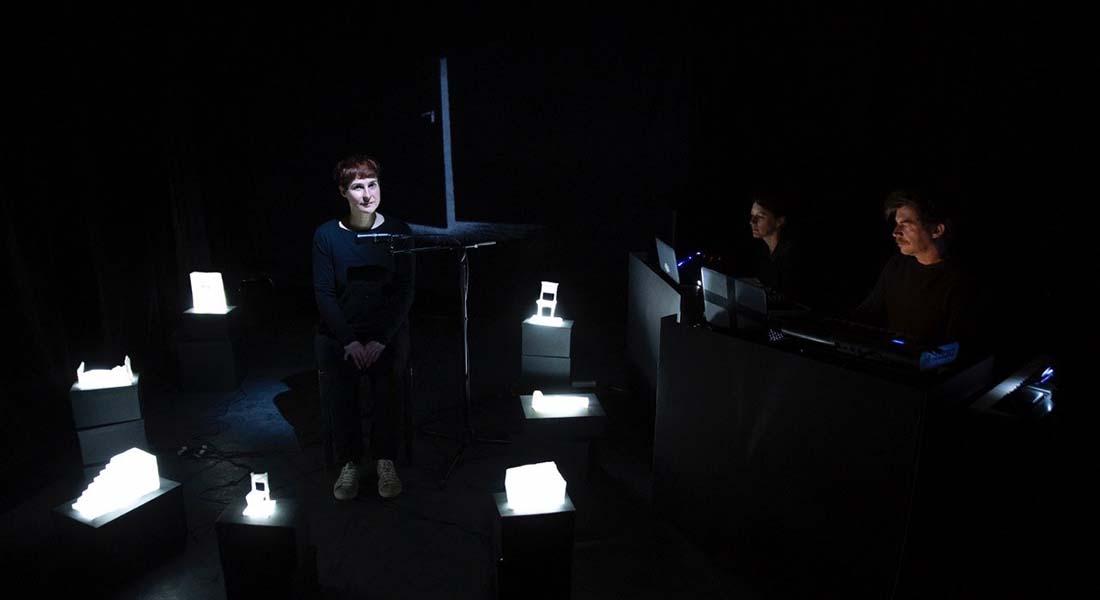 Noir et humide de Jon Fosse mis en scène par Frédéric Garbe - Critique sortie Avignon / 2021 Avignon Avignon off. Théâtre Transversal
