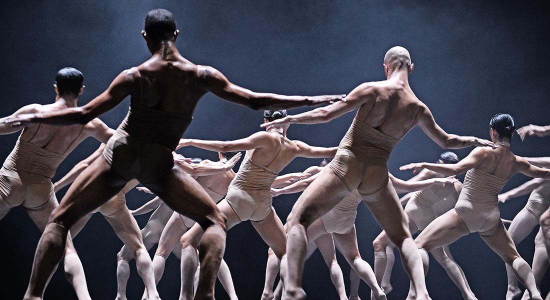 Soul Chain de Sharon Eyal avec les interprètes du Théâtre national de Mainz - Critique sortie Danse Paris Le CENTQUATRE avec le Théâtre de la Ville