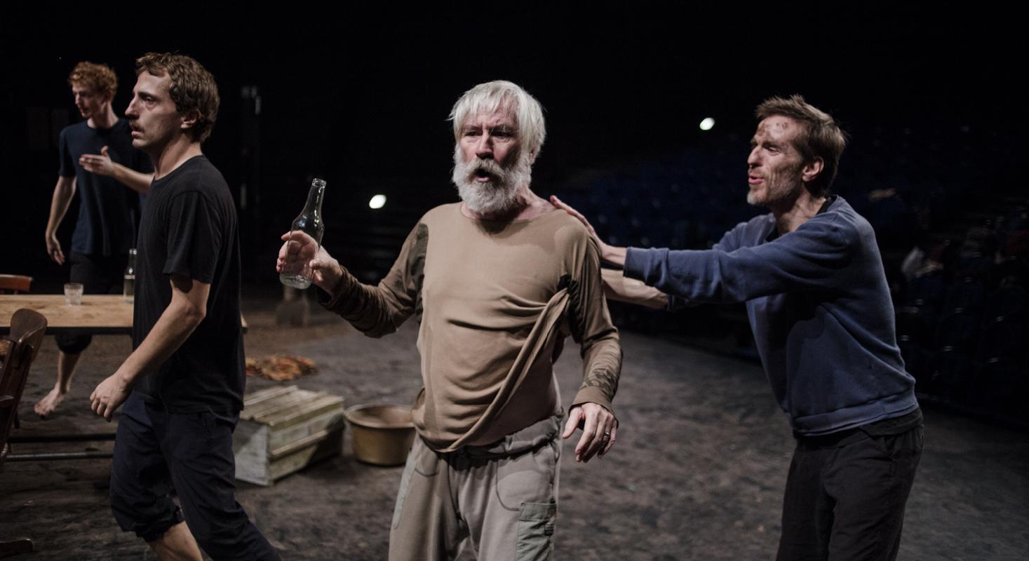 Hamlet mis en scène par Luca Giacomoni est au Monfort - Critique sortie Théâtre Paris Le Monfort Théâtre