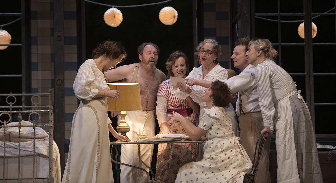 Fanny et Alexandre d'Ingmar Bergman, mise en scène de Julie Deliquet - Critique sortie Théâtre Paris Comédie-Française Salle Richelieu