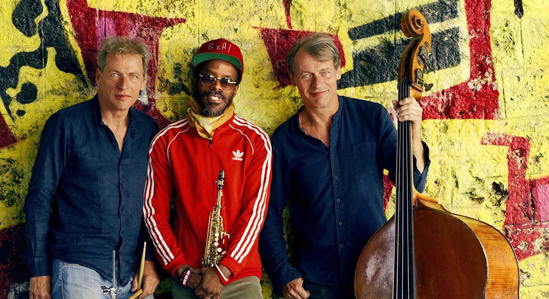 Joli M.O.M. Louis et François Moutin en trio avec le saxophoniste Jowee Omicil - Critique sortie Jazz / Musiques Paris new morning
